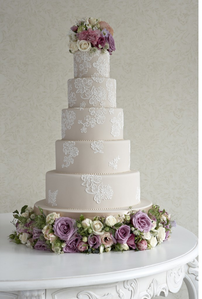 Wedding cake with cord lace piping