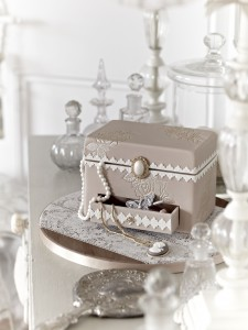 Jewellery box birthday cake