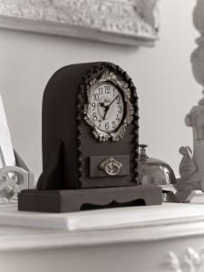 Old clock cake
