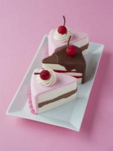 class slice miniature cakes