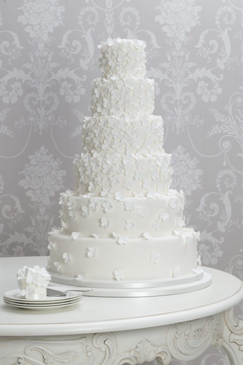 wedding cake with tumbling hydrangea