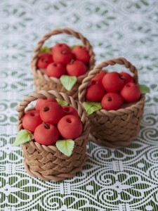 apple basket mini cakes