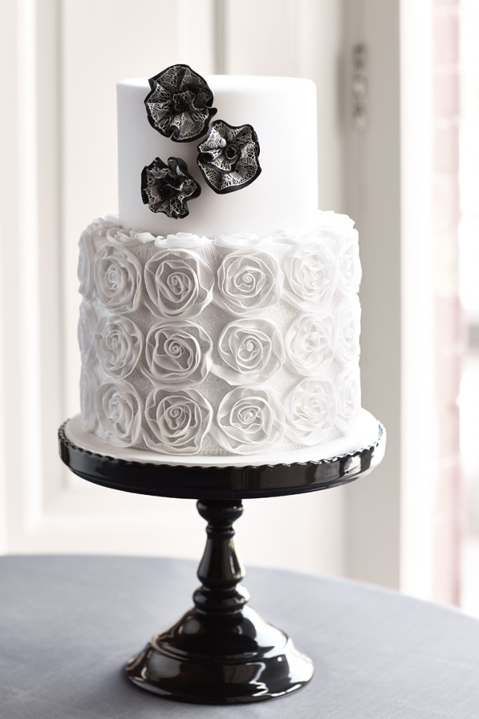 ribbon roses wedding cake