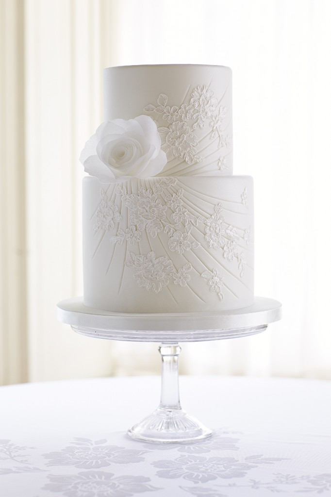 Cord lace cake with wafer paper flower